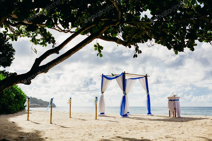 beach wedding ceremony arch decoration