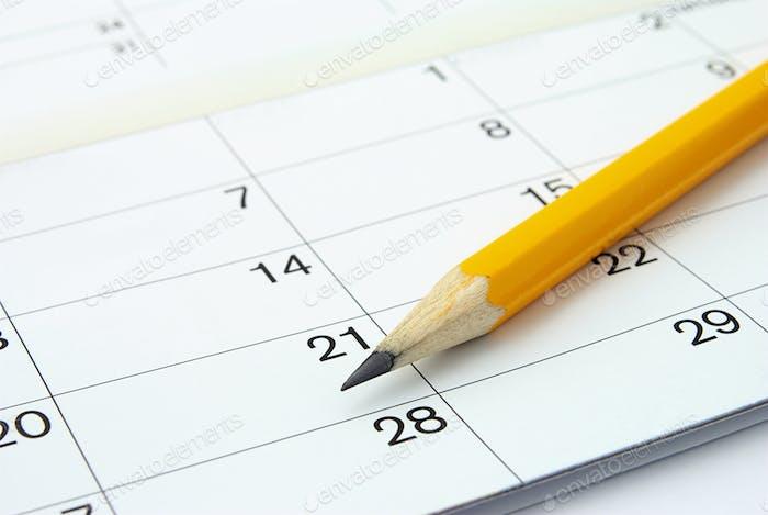 Kalender und ein Bleistift