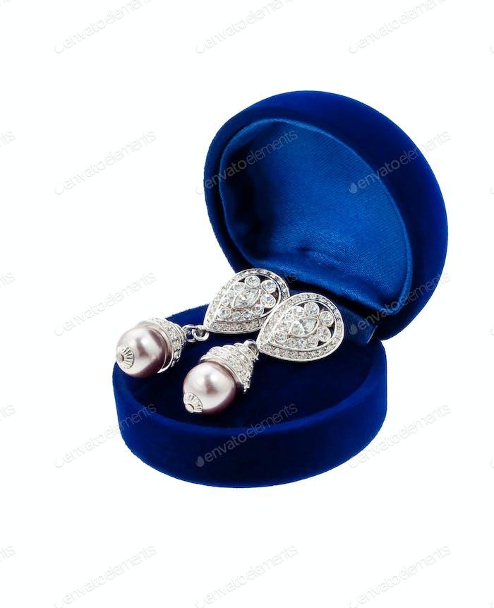 Ohrring in blauer Geschenkbox