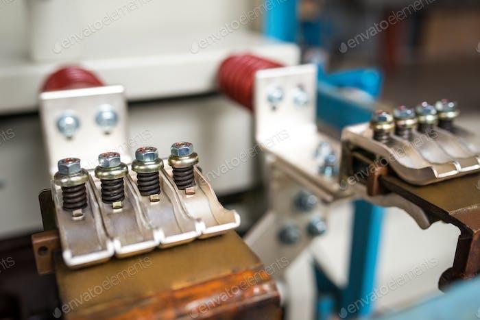 Conexiones metálicas de primer plano con tornillos