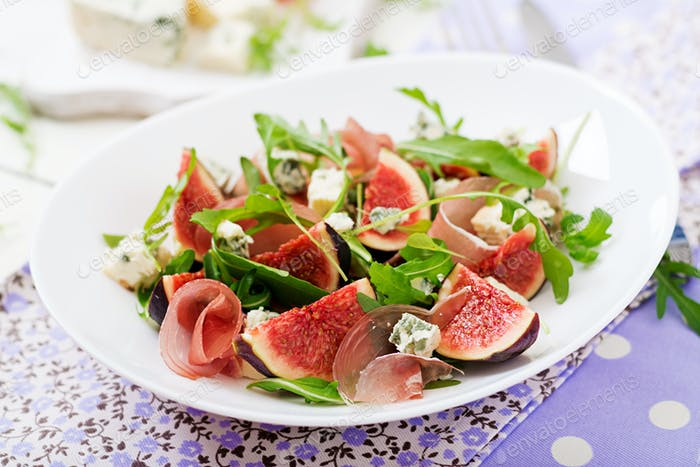 Prosciutto di Parma Salat mit Feigen und Blauschimmelkäse.