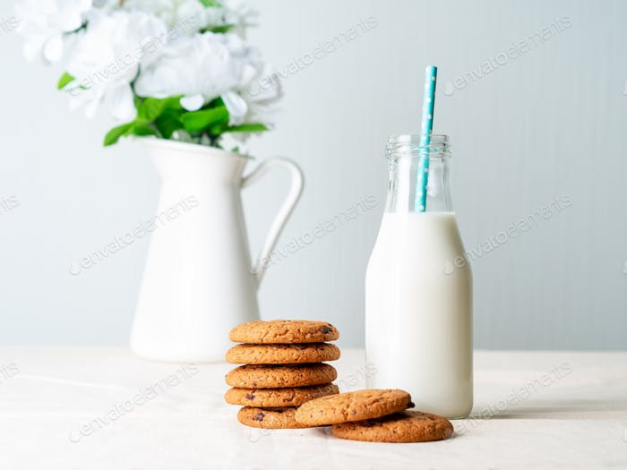 Schokolade Haferflocken Kekse und Milch