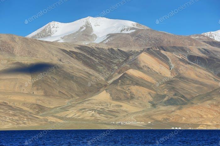 Lago Tso Moriri en el valle de Rupshu, Ladakh, India