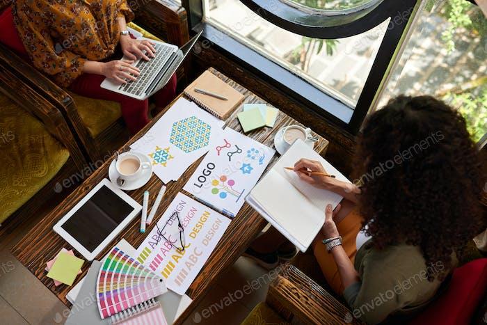 Diseñadores en Trabajo