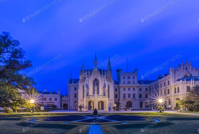 54730,Castle illuminated at dawn, Prague, Czech Republic