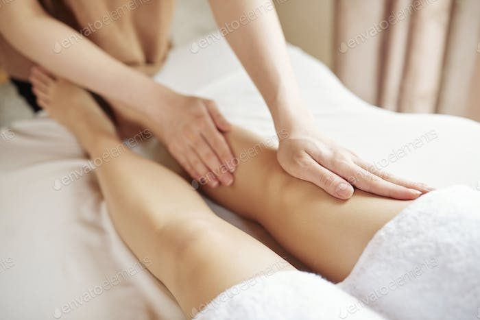 Anti-Cellulite-Beine Massage