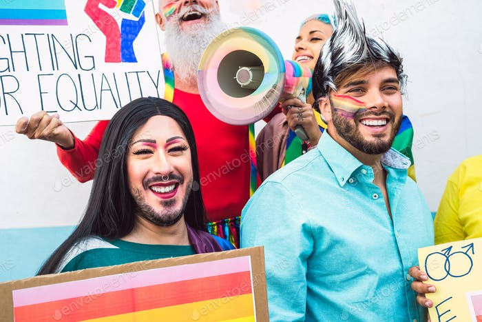 Movimientos sociales LGBT de activistas gay protestando por los derechos homosexuales - Concepto de igualdad de género