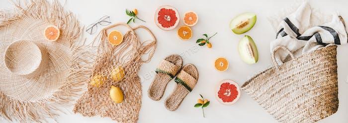 Летнее настроение с женственными аксессуарами и свежими фруктами
