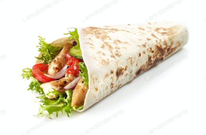 Tortilla Wrap mit gebratenen Hühnerfleisch und Gemüse