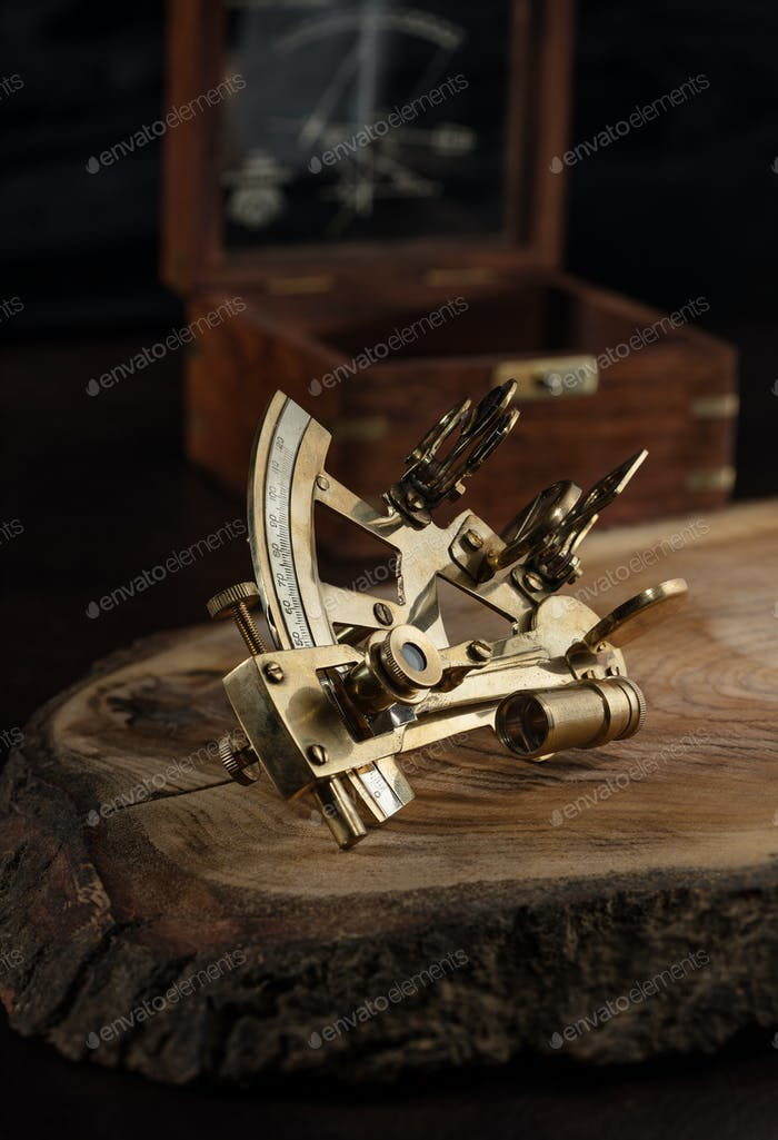 vintage stillleben mit sextant