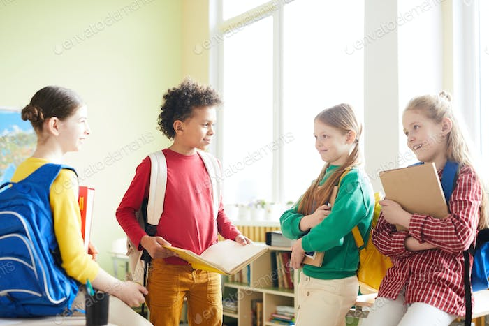 Elementary students discussing school project