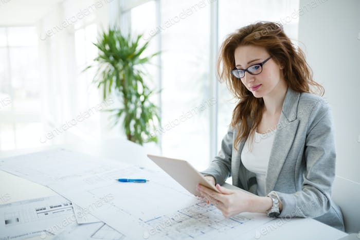 Professional beautiful businesswoman holding tablet