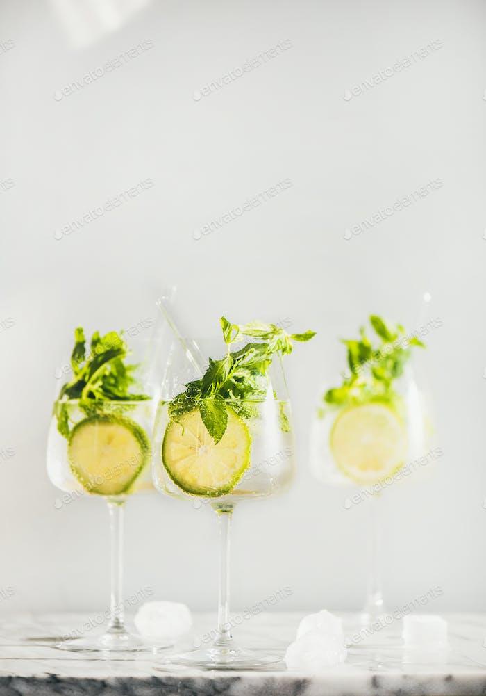 Hugo Sekt Cocktail mit frischer Minze und Limette