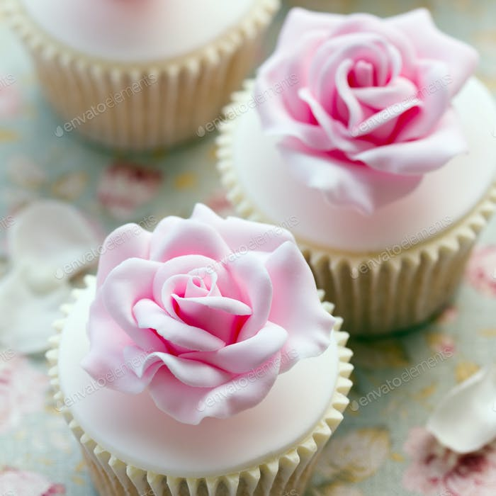 Rose wedding cupcakes