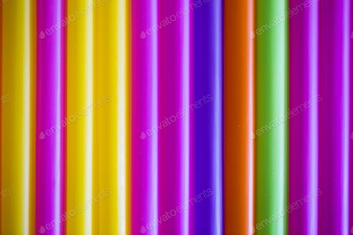 Abstrakter Hintergrund aus vielen mehrfarbigen Tubuli für einen Cocktail