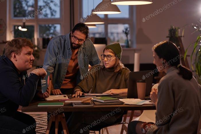 People working in team