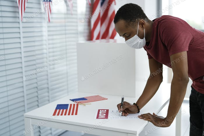 Man voting in face mask