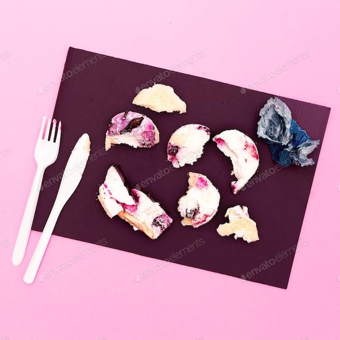 Mini Cake Destroyed Creative minimal fast food style