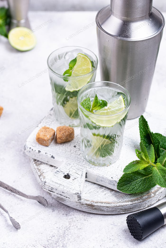 Summer cocktail with lime and mint