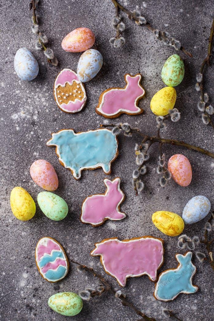 Osterkekse in Form von Hasen und Schafen