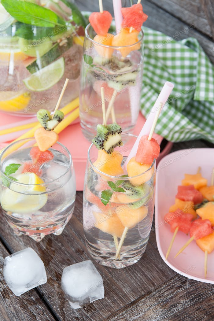 Sparkly drink with fruits