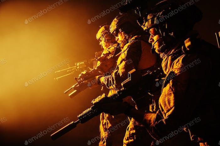 Armee-Ranger in Felduniformen