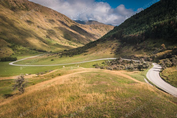 Winding Valley Road on the way to Moke Lake Queenstown