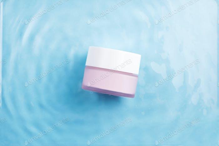 Moisturizing face cream in water