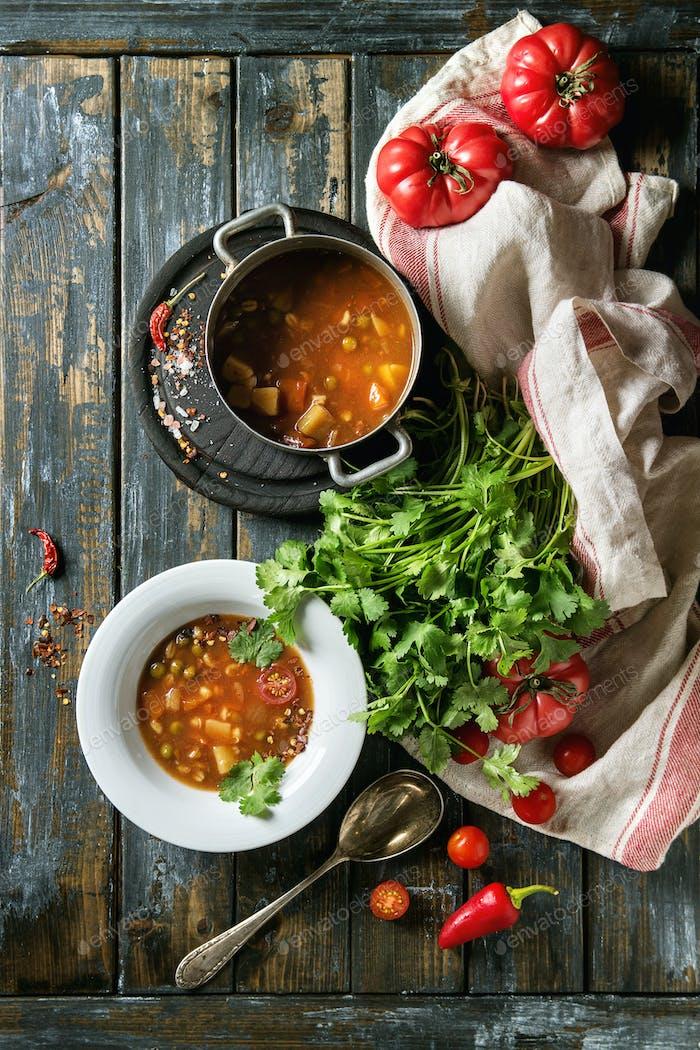 Carrot tomato pea soup