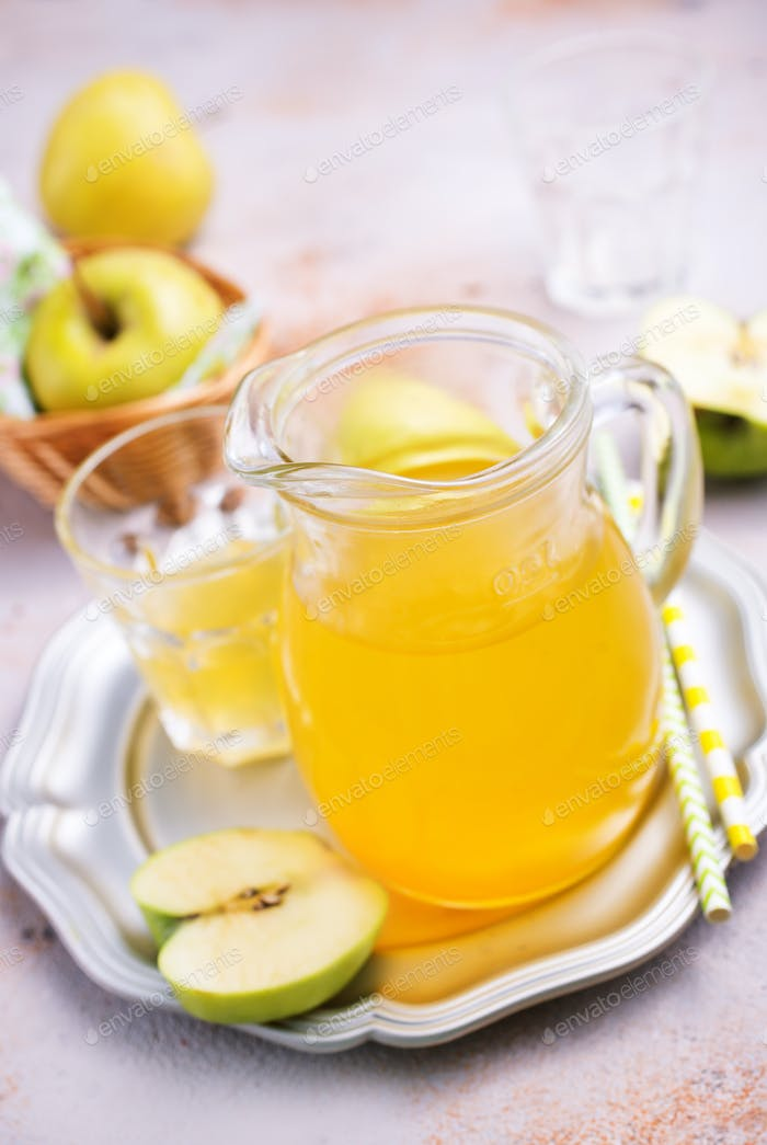 Apfelsaft in Krug