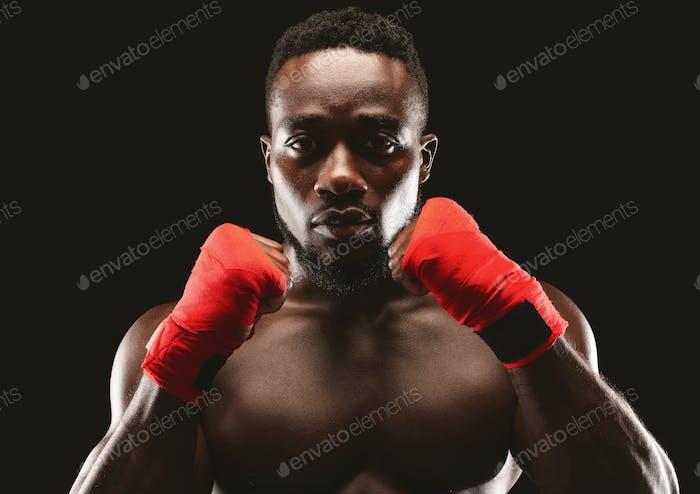 Porträt des professionellen Kämpfer in der Verteidigung Pose