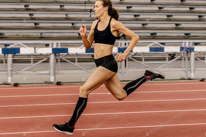 Lauftraining weibliche Sportlerin