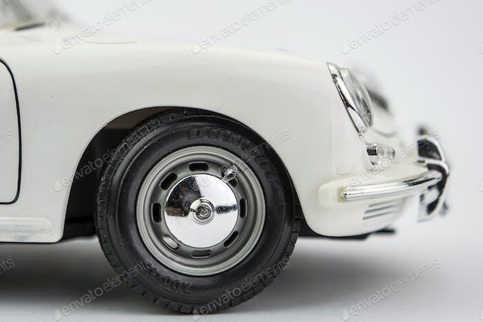 Auto Vintage isoliert auf weißem Hintergrund