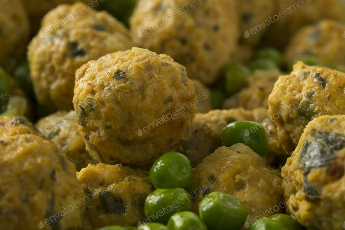 Moroccan style minced chicken balls and green peas