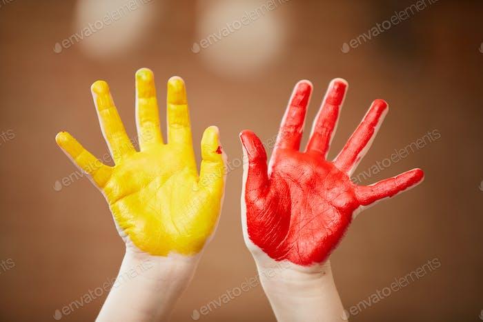 Niños Pintados A Manos