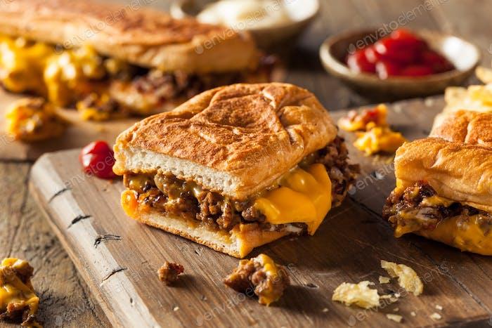 Hausgemachtes gehacktes Käse-Sandwich