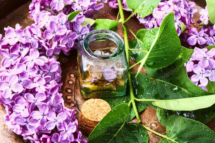 Flasche ätherisches Öl lila