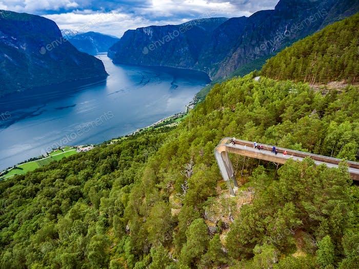 Stegastein Aussichtspunkt Schöne Natur Norwegen.