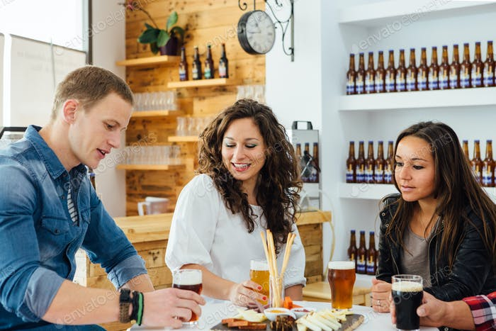 Three people degustating craft beer