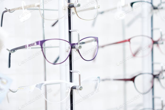 Fashionable eyeglasses in fashionable frame