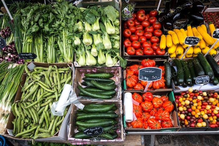 Vielfalt von bunten Gemüse zum Verkauf