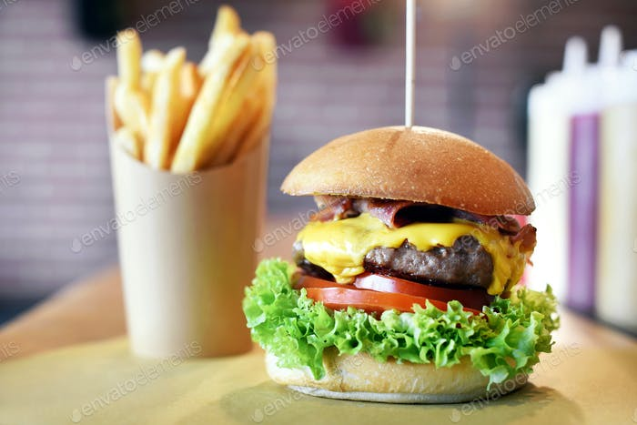 Fresh succulent hamburger or cheeseburger