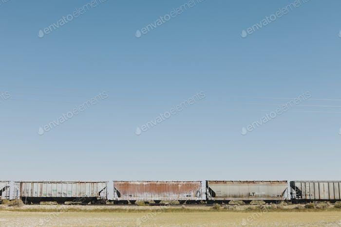 Вагоны поезда, пересекающего пустыню Блэк Рок.