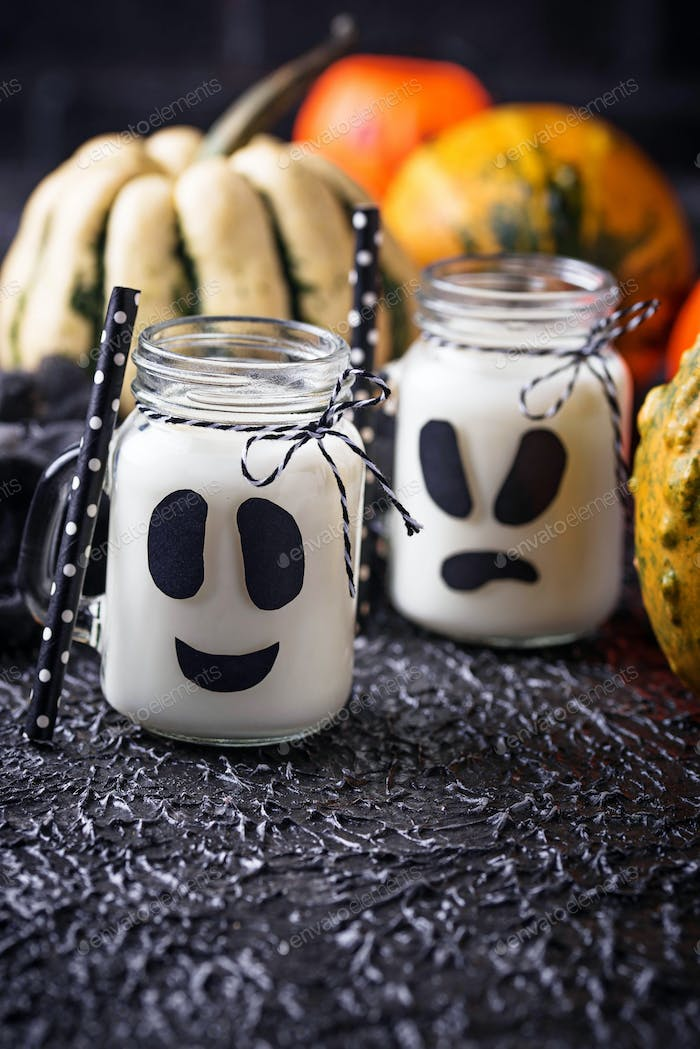Halloween ghost-like drinks for party