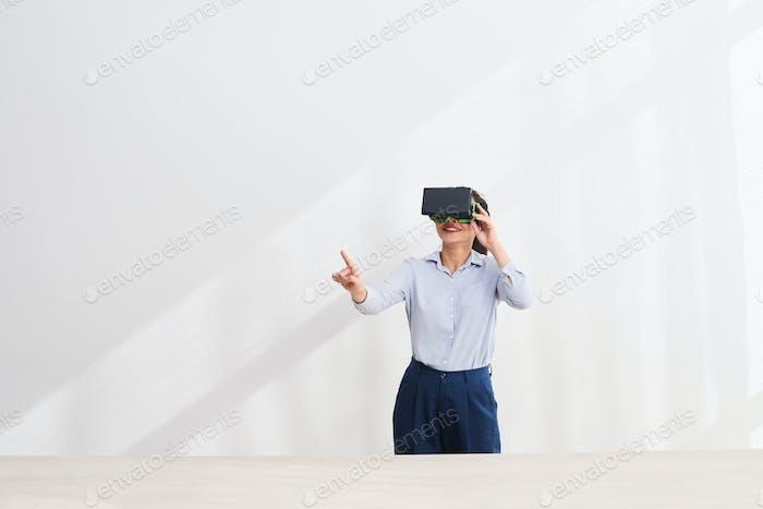 Enjoying virtual reality technology