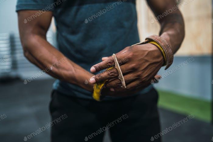 Athletic man gettin ready for crossfit training.