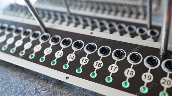 Panel with numbered round buttons and inputs