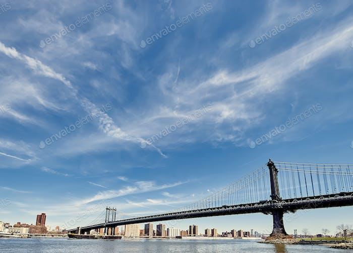 Puente de Manhattan y vista del horizonte desde Brooklyn