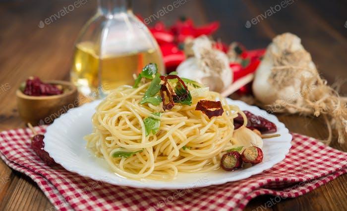 Spaghetti garlic oil and chili pepper