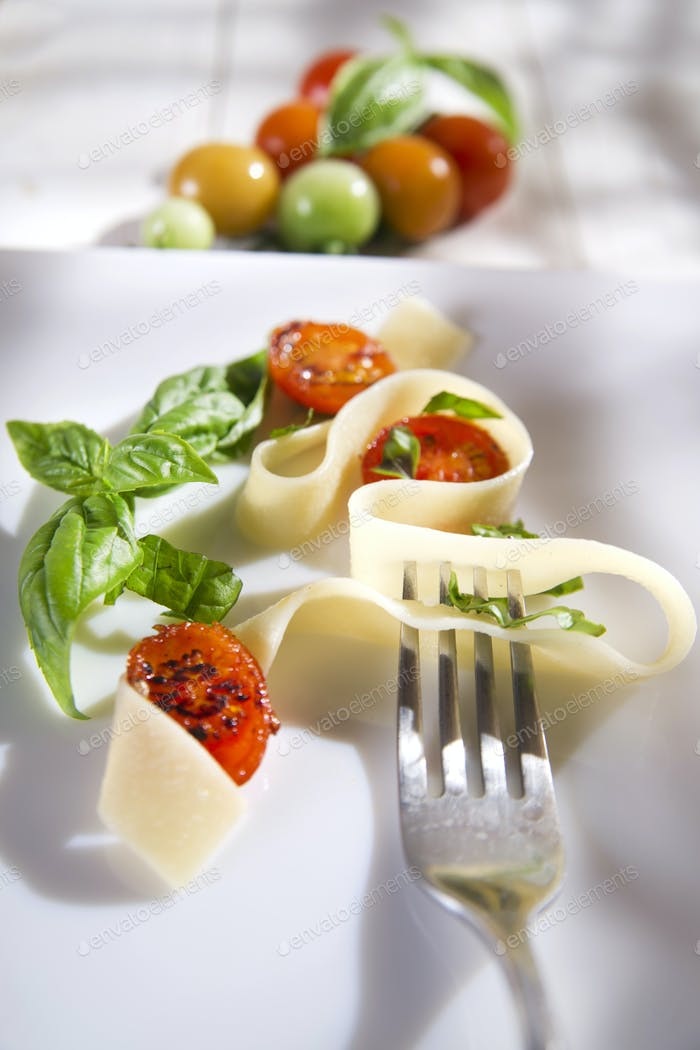 Pappardelle pasta with basil and tomato